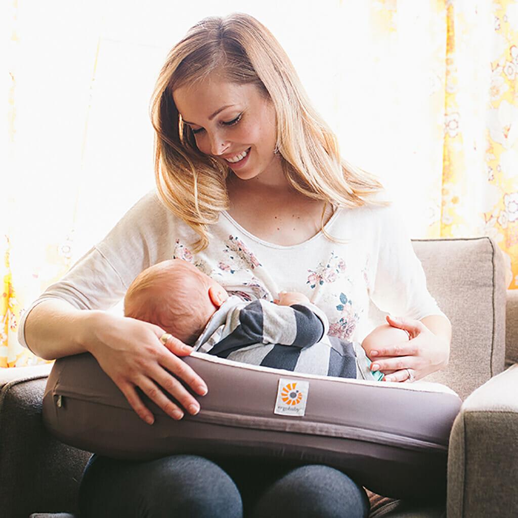 c1212f4ee7e La plupart des femmes enceintes caressent l espoir de pouvoir allaiter leur  bébé en douceur et sans soucis. Cela pour de bonnes raisons